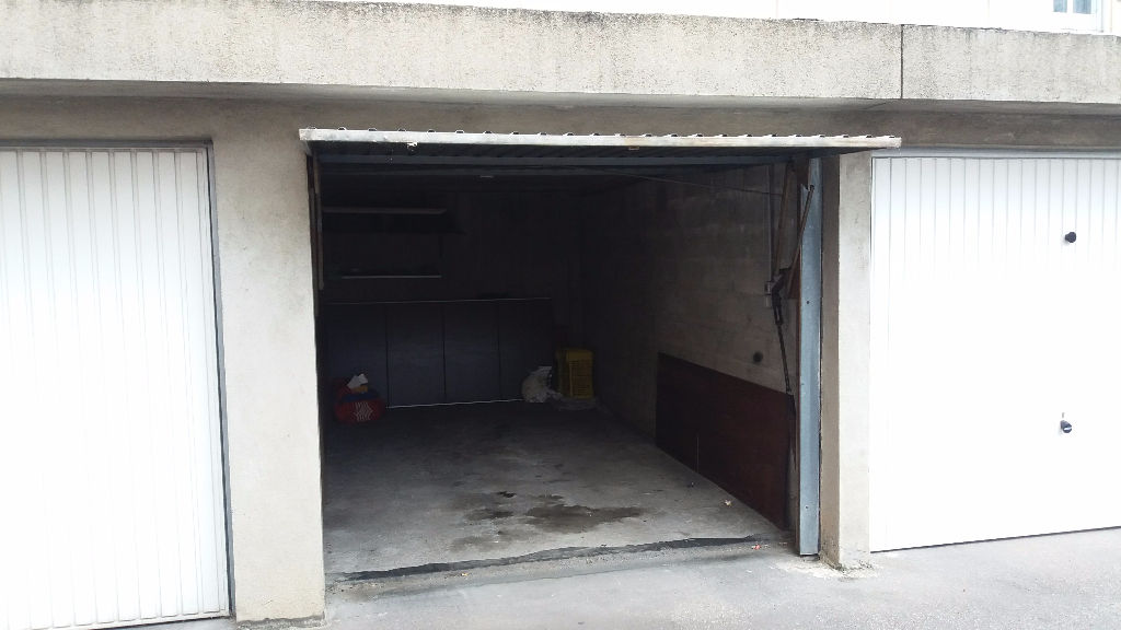 Location garage parking saint tienne 12m 55 mois for Garage ravon saint etienne