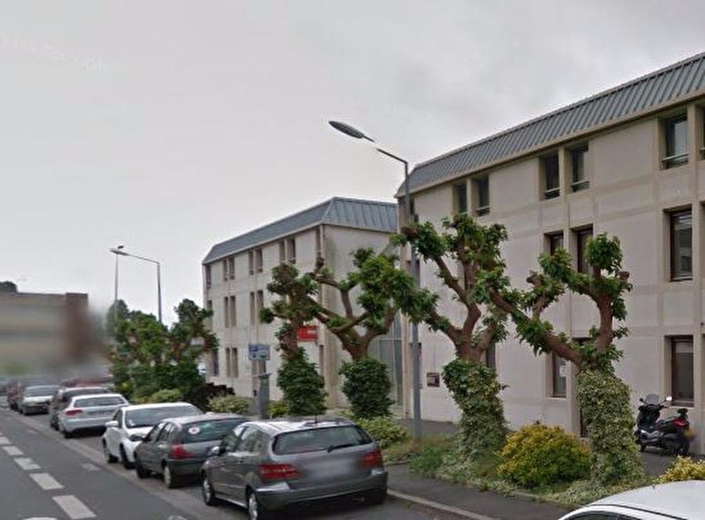 Bureaux face à la gare - La Rochelle - 99.10 m²
