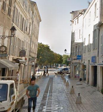 Locaux - 105 m² en R+3