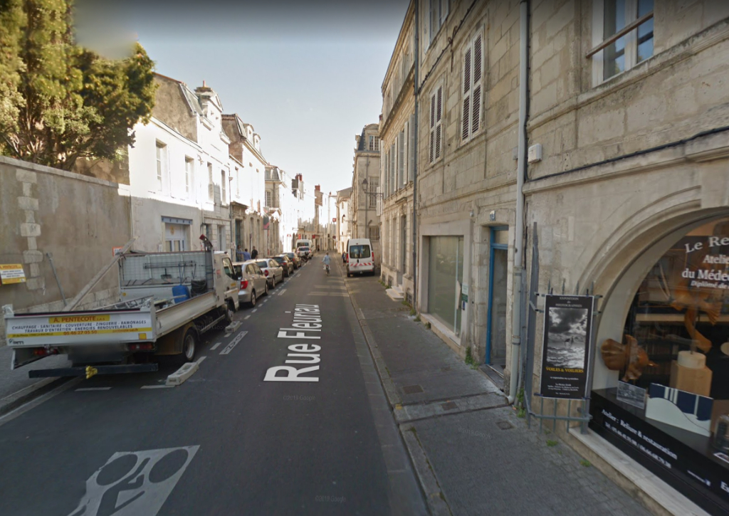 Location avec droit d\'entrée - Local commercial centre-ville La Rochelle  -118.60 m²