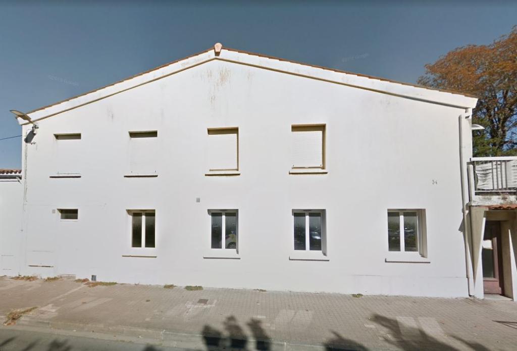 BUREAUX DANS IMMEUBLE SUR AXE PASSANT - 16 m²