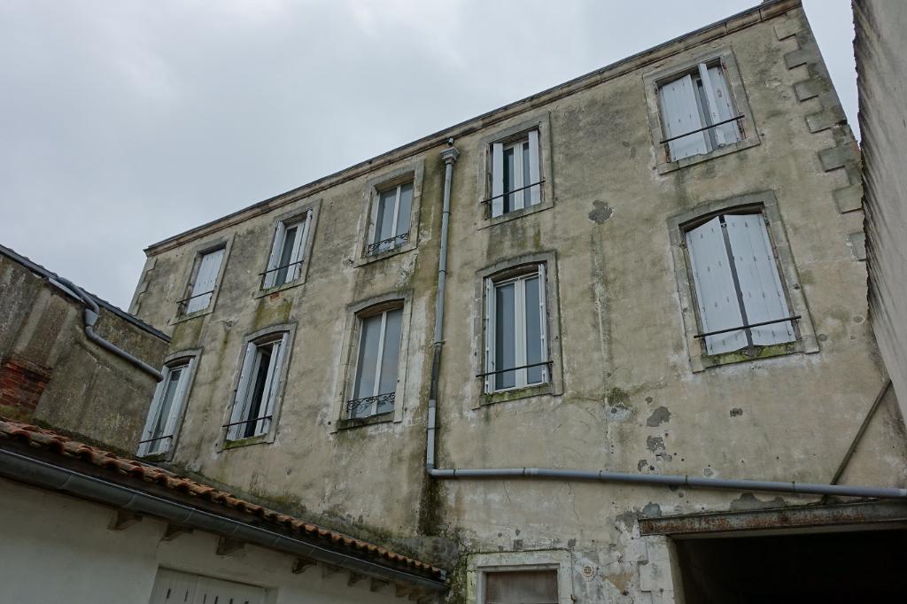 Murs La Rochelle La Pallice - Immeuble mixte commerce et logements - rendement brut 7%