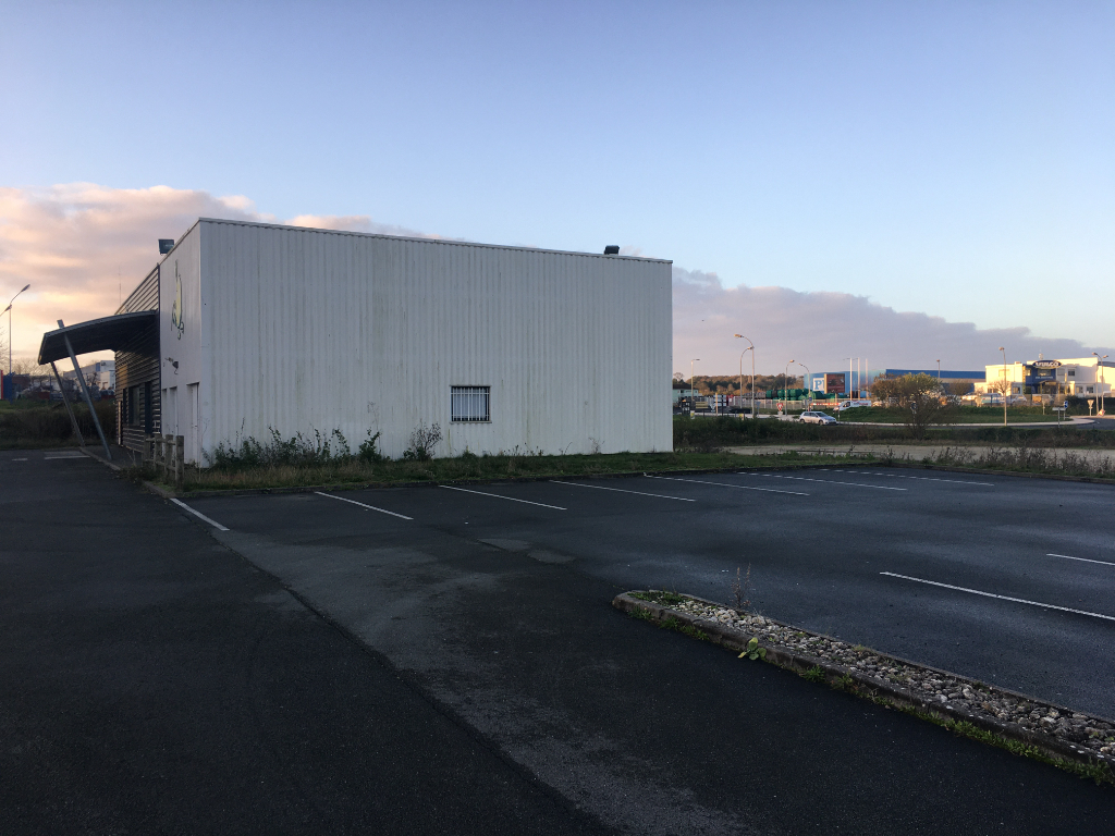 Local commercial Saintes 351 m2