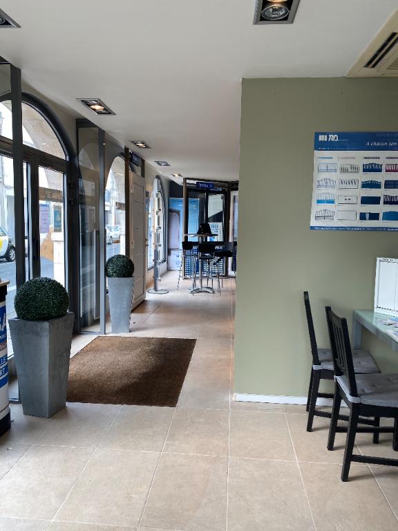 Local commercial axe passant - angle de rue - 90 m2