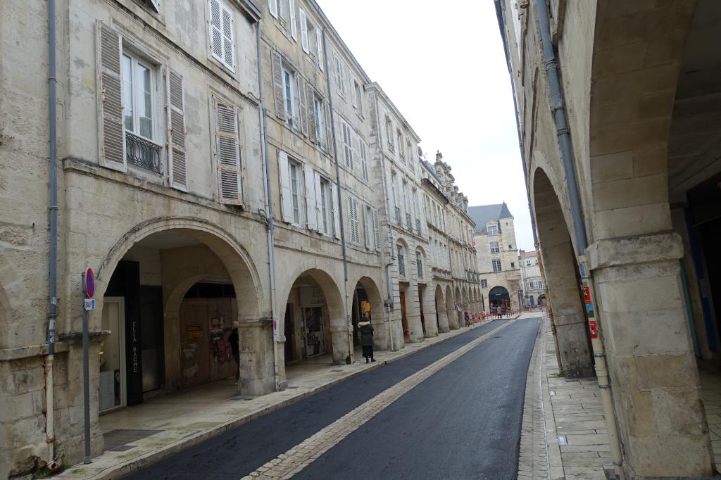 A LOUER Local commercial La Rochelle centre 185 m2