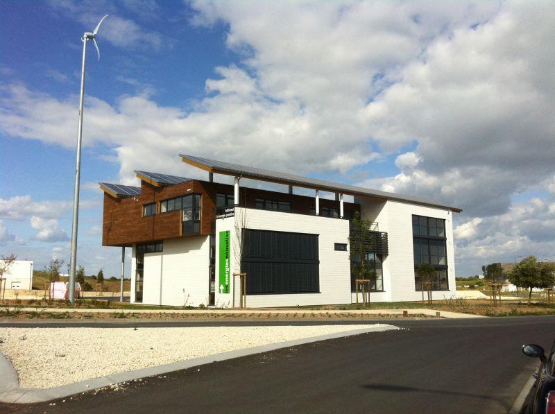IMMEUBLE TERTIAIRE A ENERGIE POSITIVE - BUREAUX - 194 m²