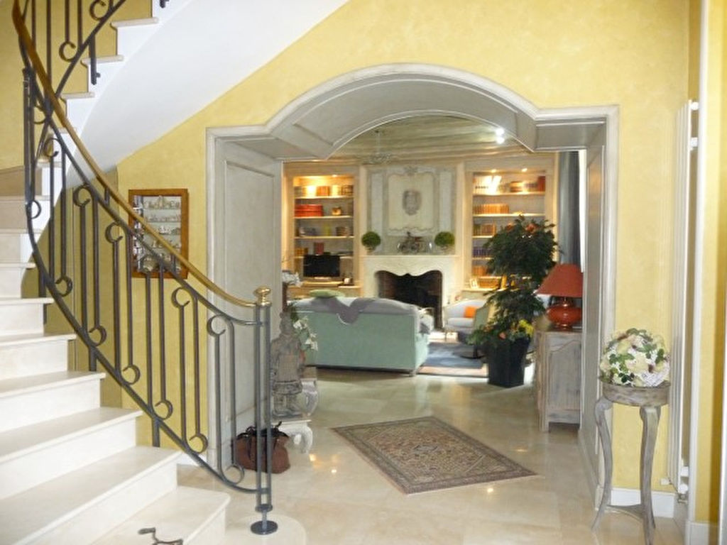 SUPERBE PROPRIETE DE GRAND STANDING AVEC RESIDENCE SECONDAIRE /POOL HOUSE/PISCINE ET TENNIS- PROCHE POITIERS(15 Minutes)