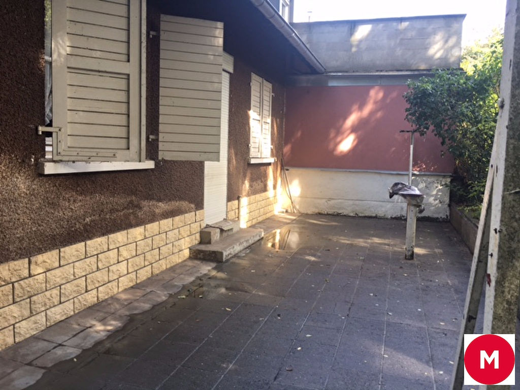 Maison libre de 3 cotés à rénover