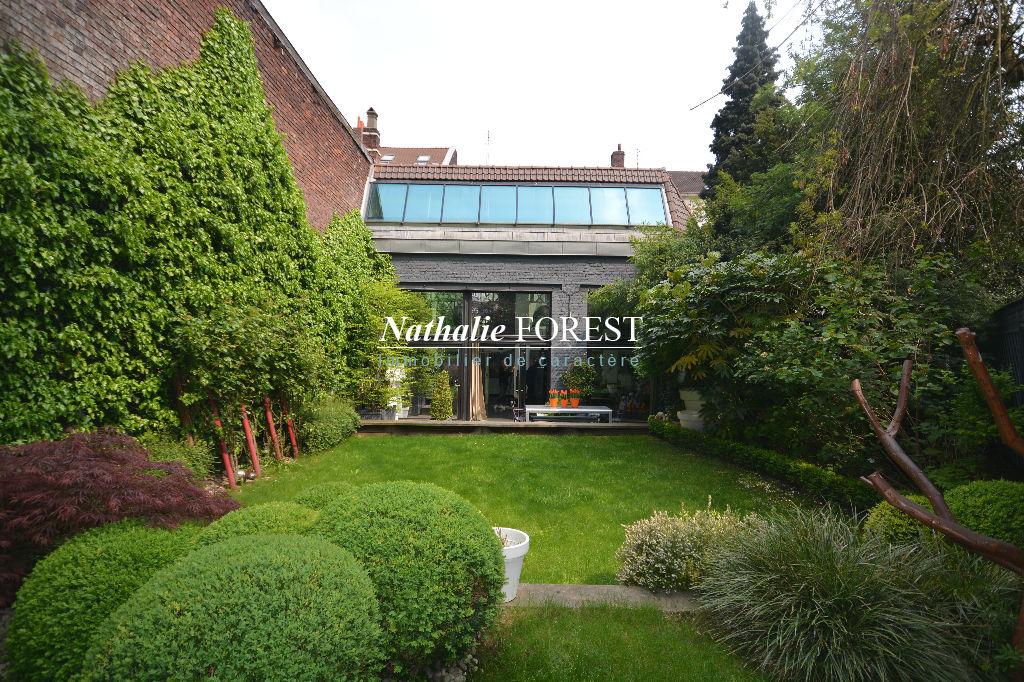 Lille Centre .Splendide Loft 326 m² hab .Superbes prestations.Jardin sud ouest , parking en location et garage