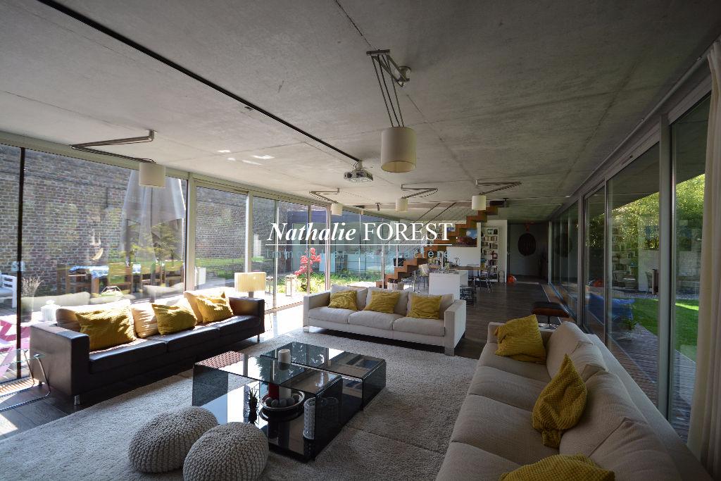 Proximité Marcq en Baroeul  Croisé , Incroyable maison cubique de 2008, 260M2  Hab , 4 Chambres sur 1150 m² de terrain