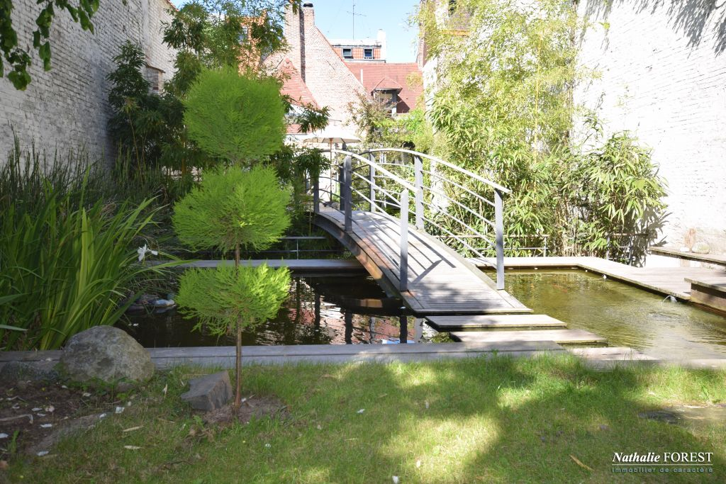 VIEUX LILLE  , Maison  de charme , XVII �me avec jardin . 5 chambres .