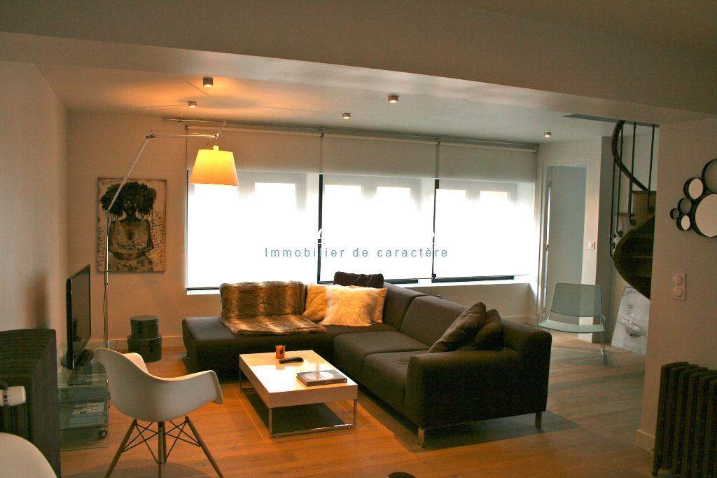 LILLE, spendide appartement type 4, Terrasse, avec rapport locatif possible ,entièrement rénové , parking couvert securisé