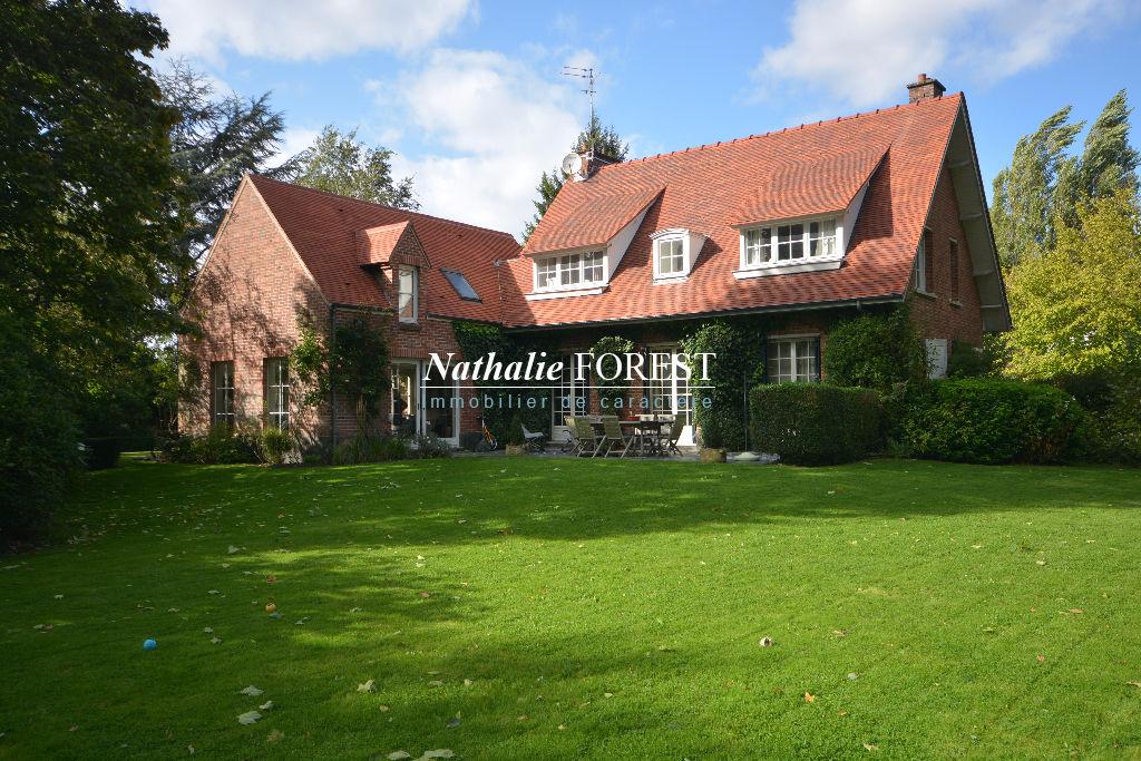 Croix résidentiel , villa de charme  6 Ch , sur 2139 m2 de terrain , incroyable volumes ,,5 chambres et studios sépare .
