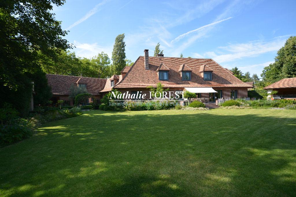 EXCLUSIVITE . MARCQ EN BAROEUL , Splendide Villa de 450 m2 hab , 6 ch , 5sdb , bureau, salle home cin�ma sur 2200m� de terrain environ.