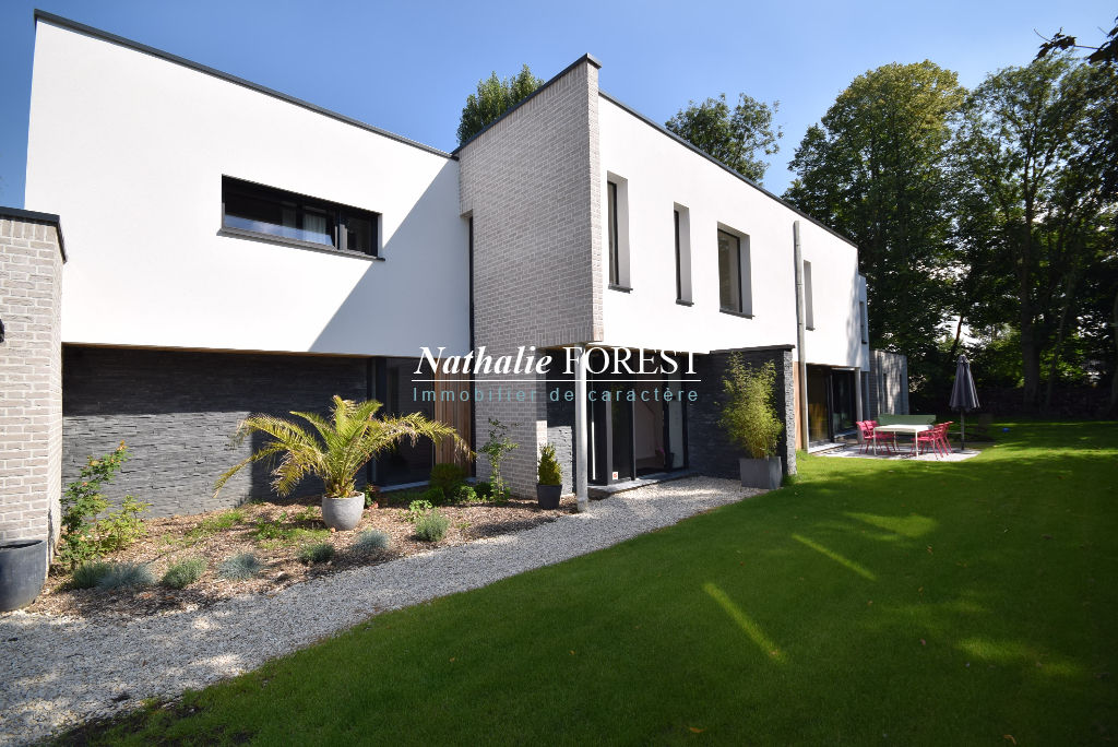 Trendy mouvaux rsidentiel splendide maison cubique sur m for Prix maison cubique nord