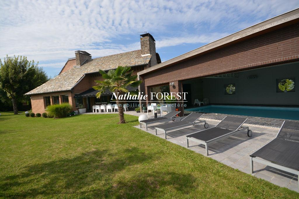 LESQUIN résidentiel , co exclusivité , splendide villa avec piscine couverte sur 2081 m² de terrain .