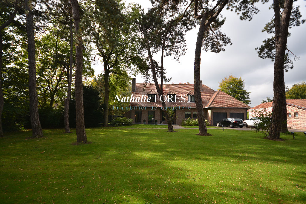 Bondues , proximit� Marcq en Baroeul, splendide Villa 6 chambres sur une exceptionnelle parcelle de 4680 m� et d�pendances .