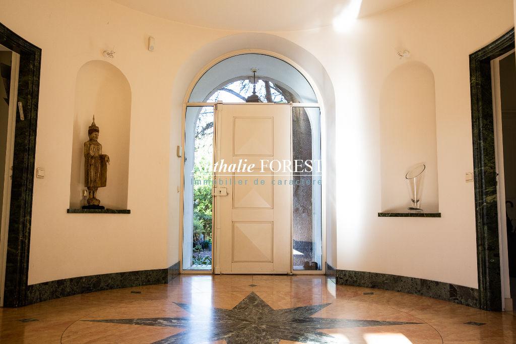 Exclusivité ! CROIX Résidentiel Proximité Tramway , Villa de caractère , 5 ch , sur un magnifique jardin 3500M2