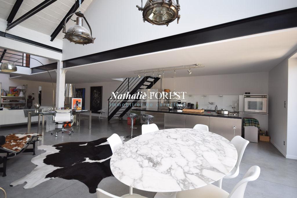 LILLE Prox Jb Lebas Très beau Loft de 180M2 Hab, Terrasse 40M2, parking couvert 2 Voitures