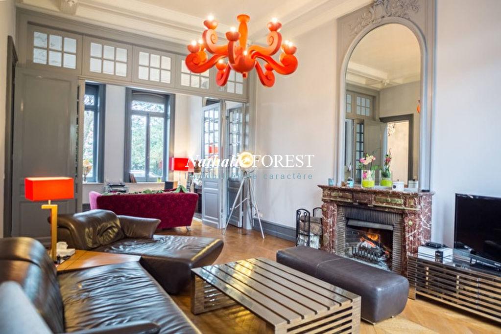 A 3 mn de Villeneuve d'Ascq, Magnifique Maison bourgeoise Individuelle 340M2 Habitables sur 2000M2 avec dépendance aménageable