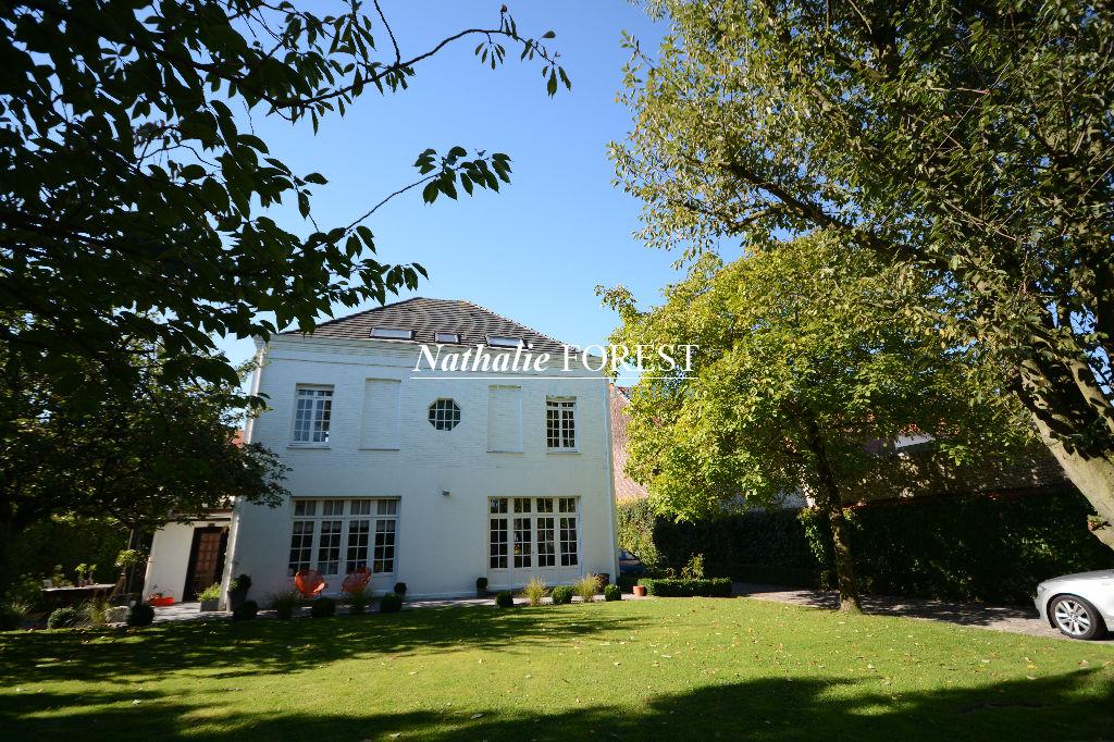 A prox de Villeneuve d'Ascq Belle Maison Bourgeoise individuelle rénovée Jardin 1000M2  parking, garage