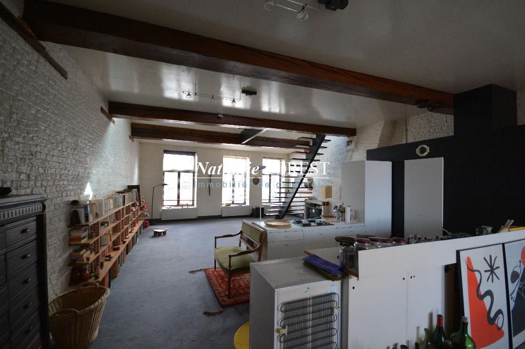 EXCLUSIVITE . VIEUX LILLE . EXCLUSIVITE .Splendide appartement pos type 4 , 2 terrasses .