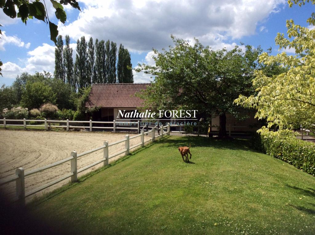 Mérignies, Belle et charmante maison de famille de 10 pièces et 6 chambres sur une parcelle de 6600 m2 idéale passionnés de chevaux