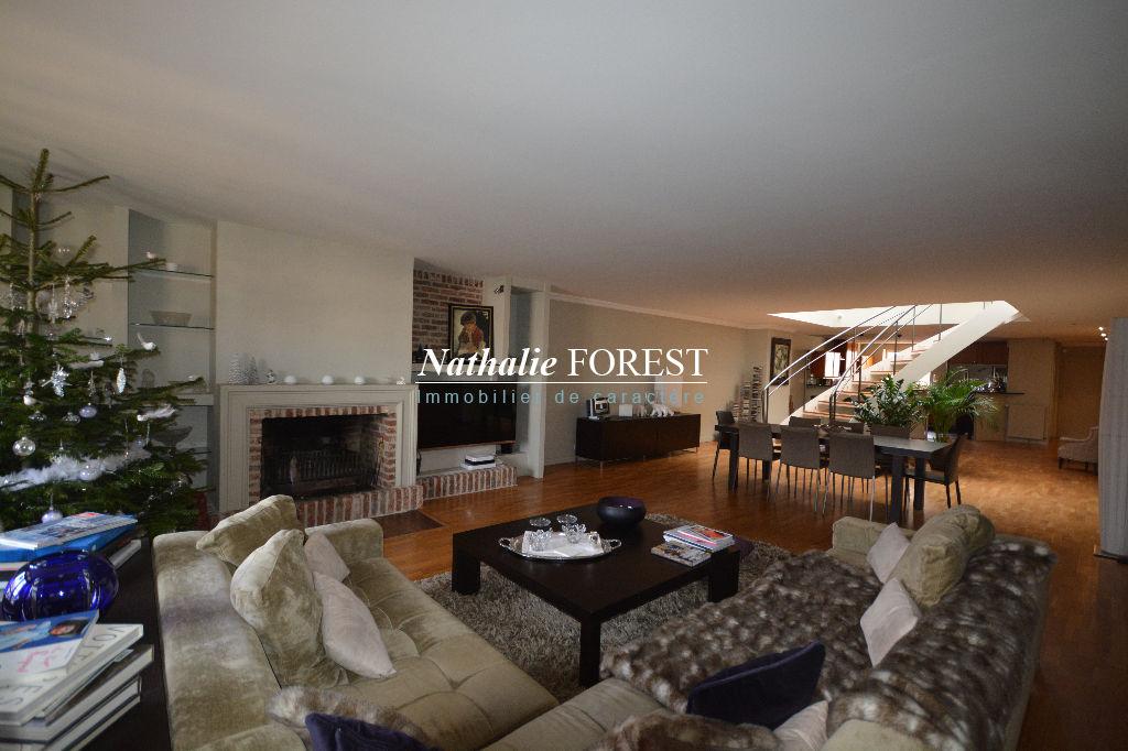 VIEUX LILLE , prox Grand Place Appartement Duplex Dernier étage,  5 pièce(s) 196,88m² en Loi Carrez, 3 Chambres, Superbe Terrasse