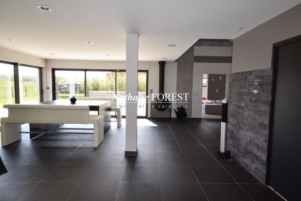 MERIGNIES 1er Rang Golf Superbe maison contemporaine avec piscine extérieure sur parcelle 1900M2
