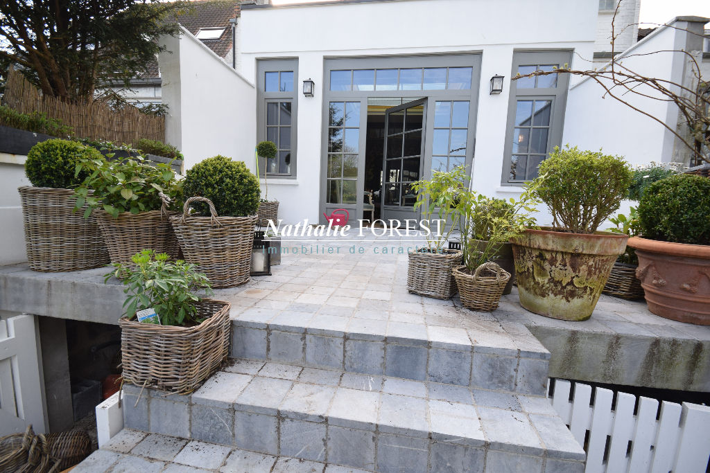 Marcq en Baroeul ,exclusivité ,  triangle d'or proche Croisé Laroche , ravissante maison bourgeoise 3 ch , entièrement rénovée , jardin .