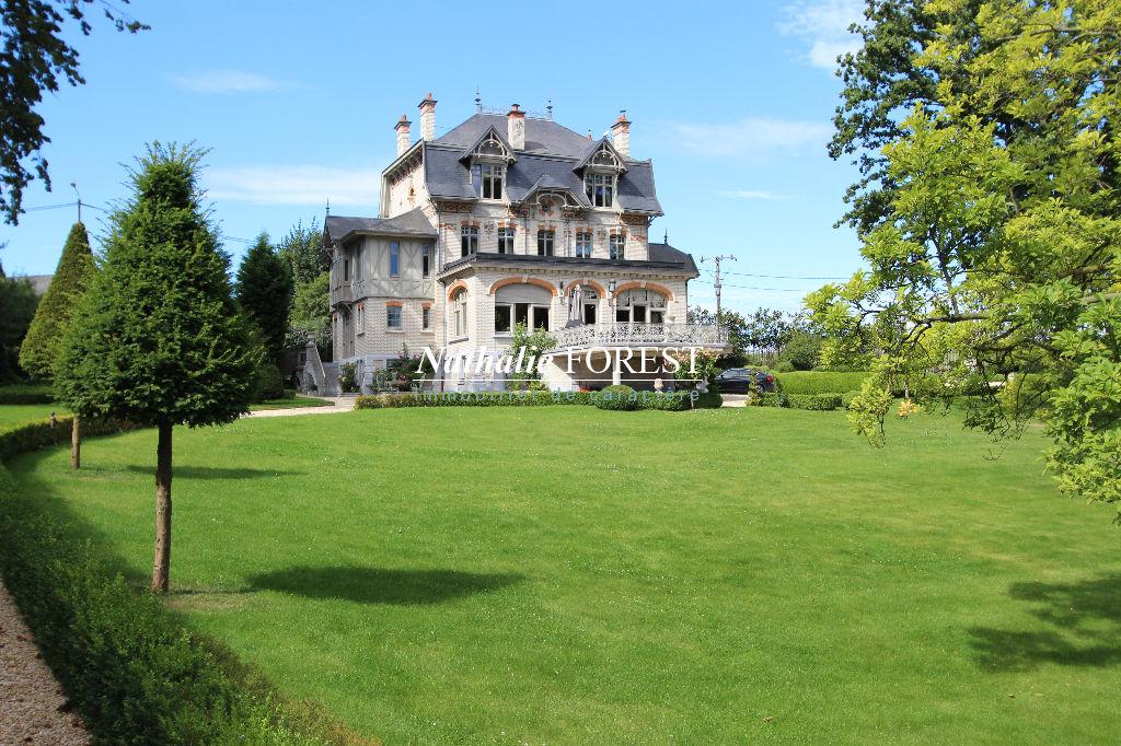 MONS EN PÉVÈLE, Château fin 19 ème, entièrement rénové dans les règles de l'art sur un parc à la Française de 1,8 hectare