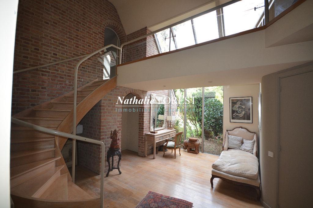 Croix résidentiel , splendide maison d 'architecte, 5 chambres sur 2700 m² de terrain .