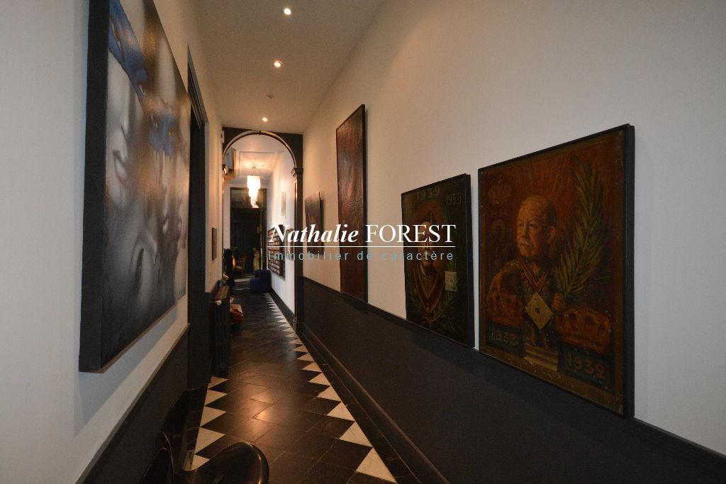 Vieux Lille, secteur Prisé, Sublime Maison de Maître du 18ème rénovée, cour intérieure, 1 parking