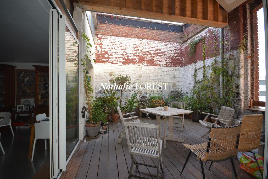 Lille Cormontaigne , Atypique loft de 214 m² habitables plus terrasse de 22 m² , dernier étage ,  4/5 chambre , 2 places de parking pos .