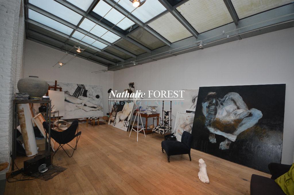 Vieux Lille , Atypique atelier d'artiste de 187 M2 entièrement rénové et surface commerciale indépendante ,.