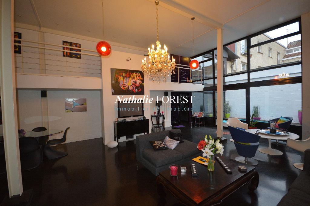 Lambersart , extraordinaire Loft de 349m2 hab  , cour aménagée, 5 ch ,bureau ,  salle de jeux , garage 2 voitures .