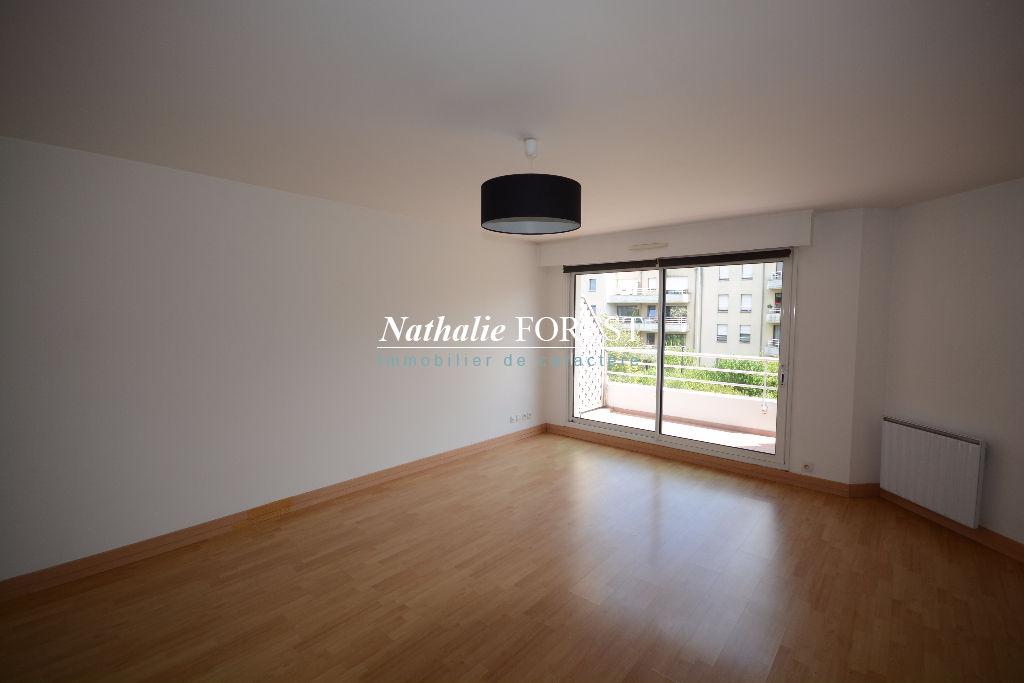 MARCQ EN BAROEUL BUISSON. Duplex de 84m2 hab au sol avec terrasse , 2 place de parking