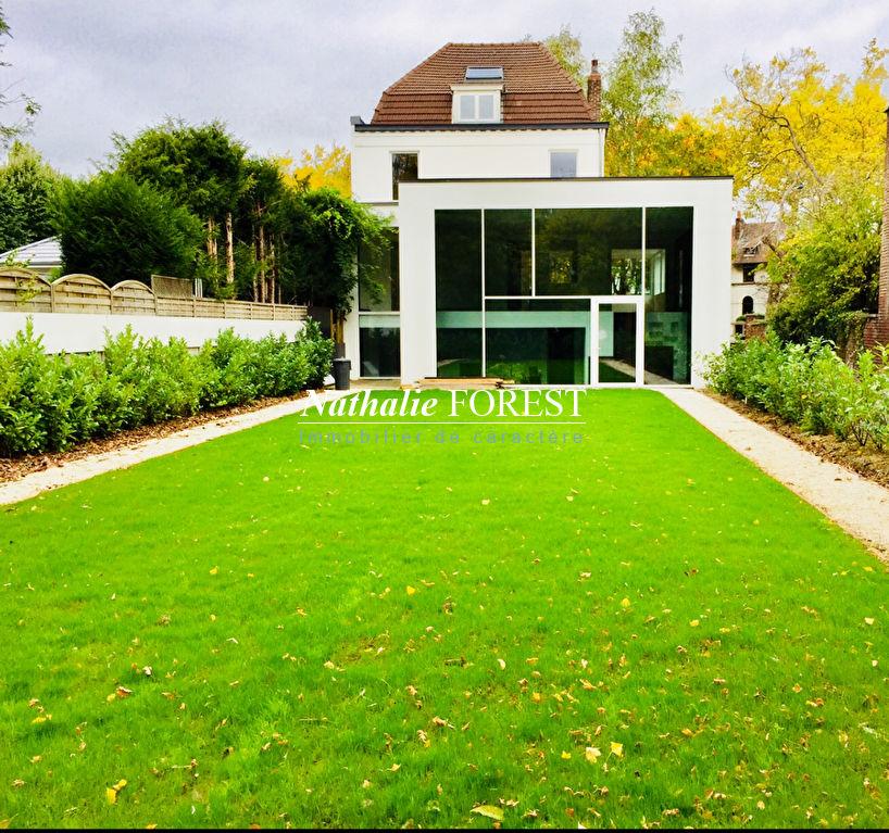 MARCQ EN BAROEUL Plein Croisé Incroyable Maison bourgeoise , extension cubique , entièrement re-visitée par architecte .