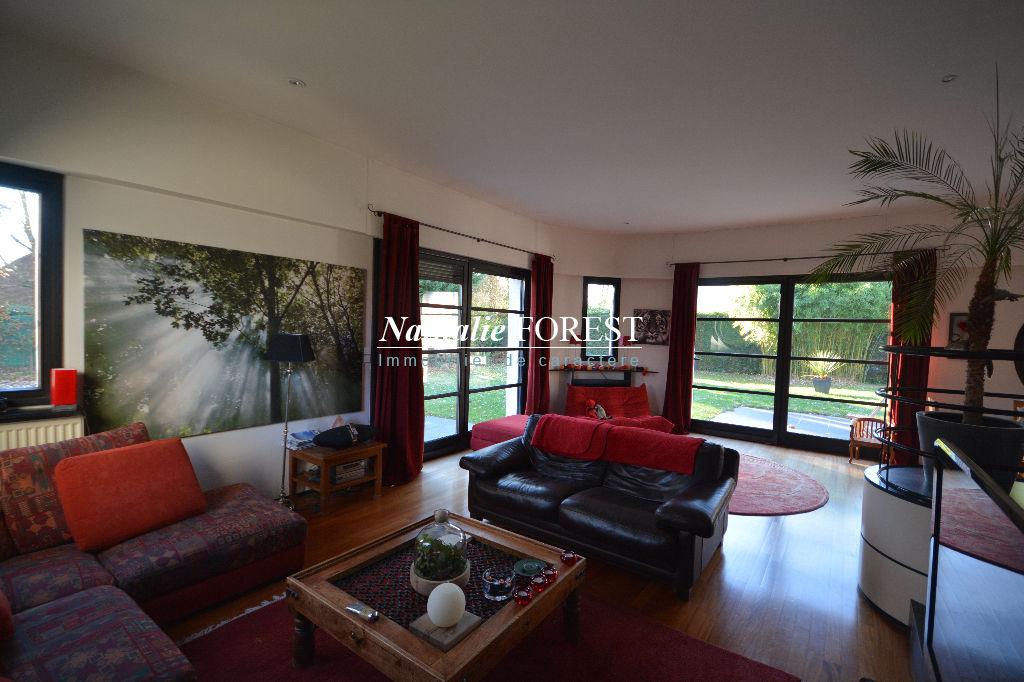 EXCLUSIVITE .Marcq en Baroeul , triangle d'or , atypique maison art déco  revisitée, 5 chambres sur 900 m2 de terrain .