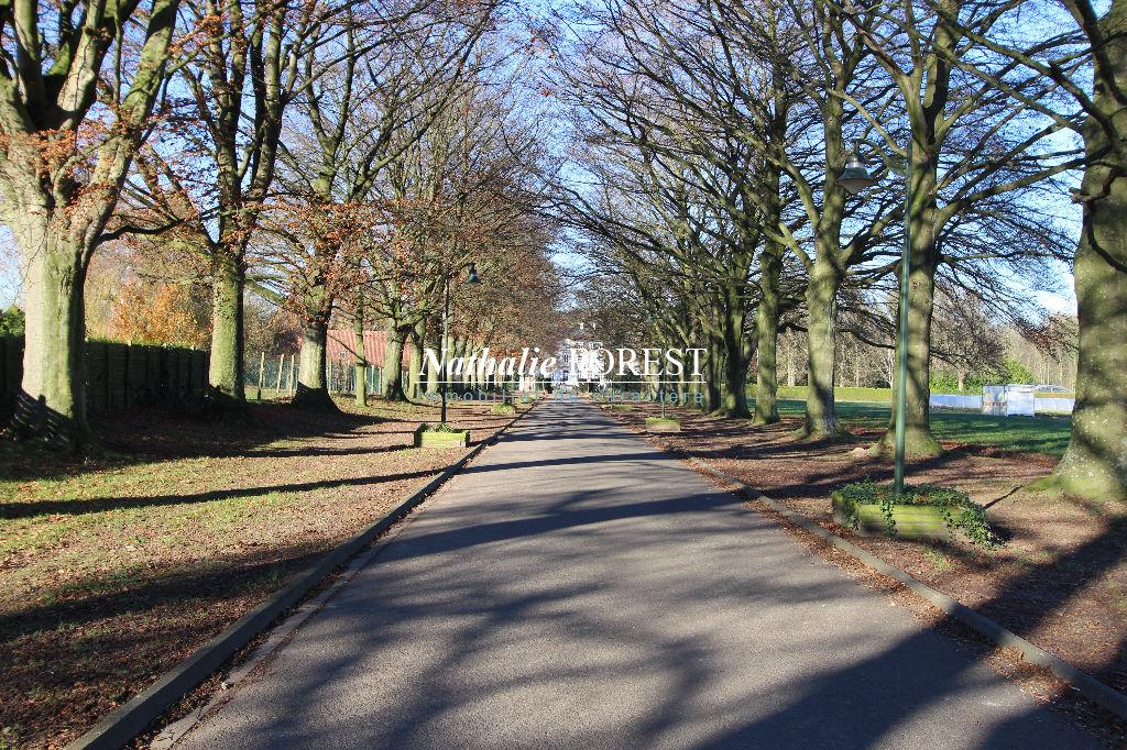 PÉVÈLE, Magnifique Château de 28 pièces au coeur d'un parc de dix hectares aux arbres centenaires, allées de ballade et étangs.