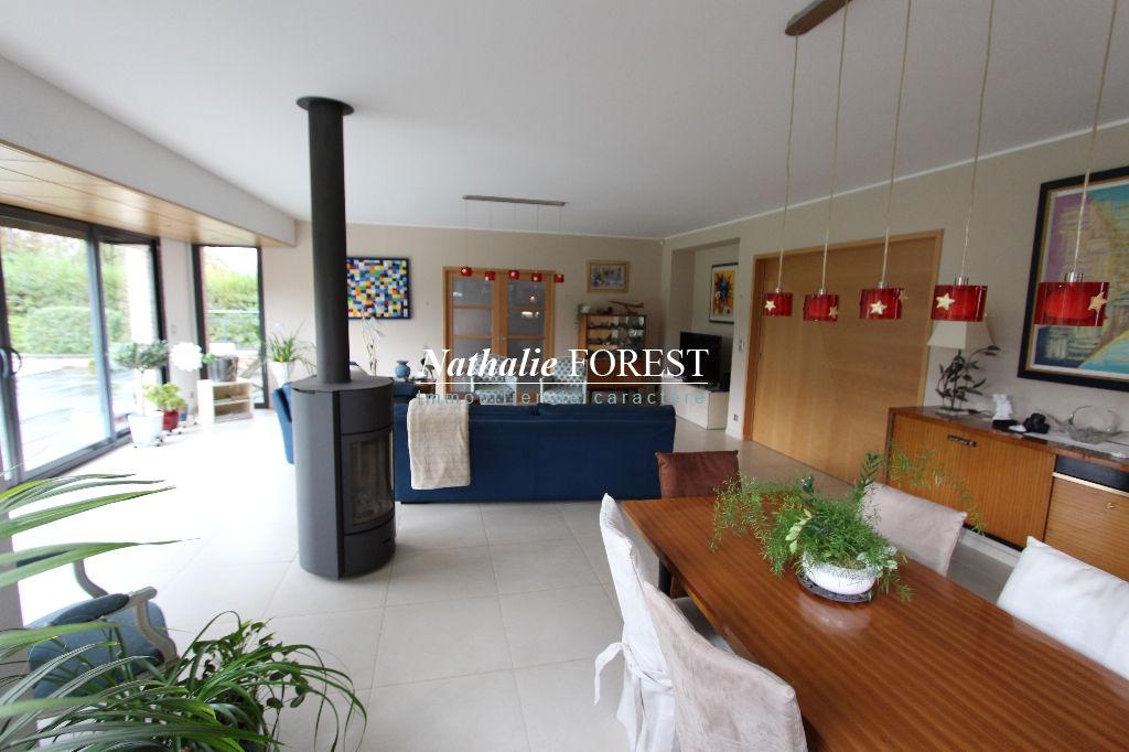 sous offre !! GRUSON, Spacieuse maison d'Architecte, sur une parcelle de 1500 m2 dans un secteur calme et privilégié
