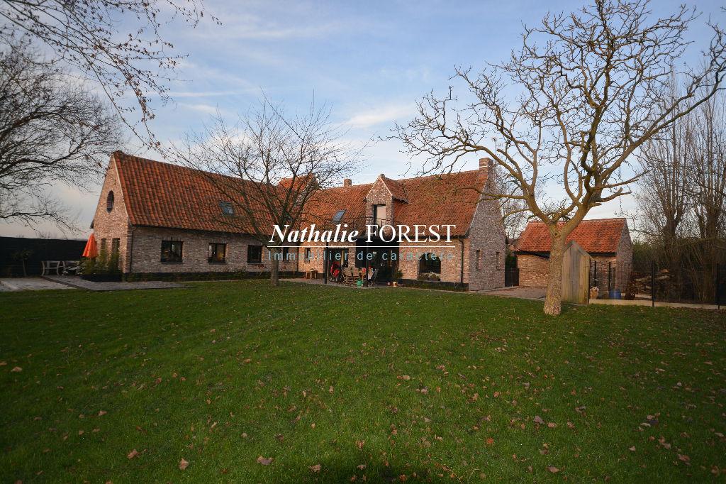 """Roncq , proximité village , ravissante maison type """" Fermette flamande"""" , piscine extérieure sur 2600 m2 de terrain"""
