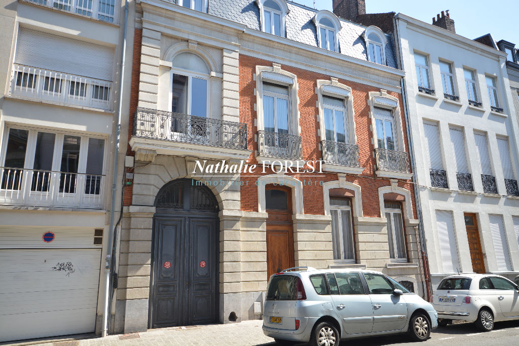 Lille Palais Rameau , secteur très recherché , splendide Hôtel de Maitre , 10 chambres , jardin , rapport locatif  possible 20500 € annuel