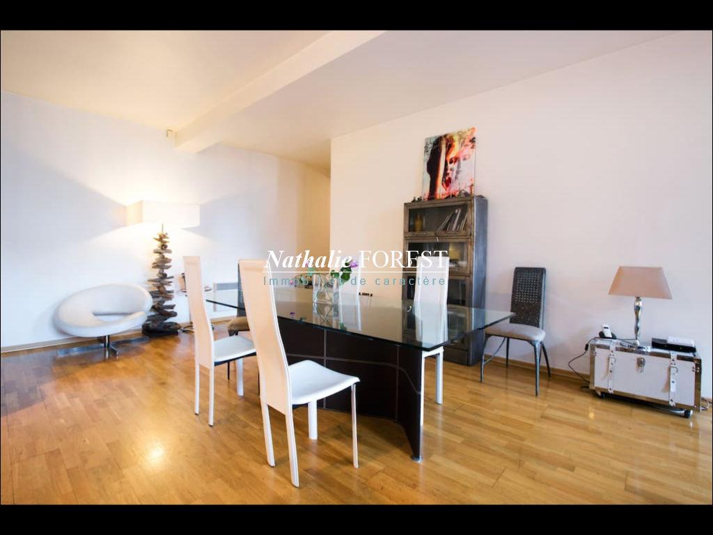 EXCLUSIVITE ! Vieux Lille ,  au sein d 'un bâtiment industriel , très bel appartement esprit loft de 116m², 2 chambres .