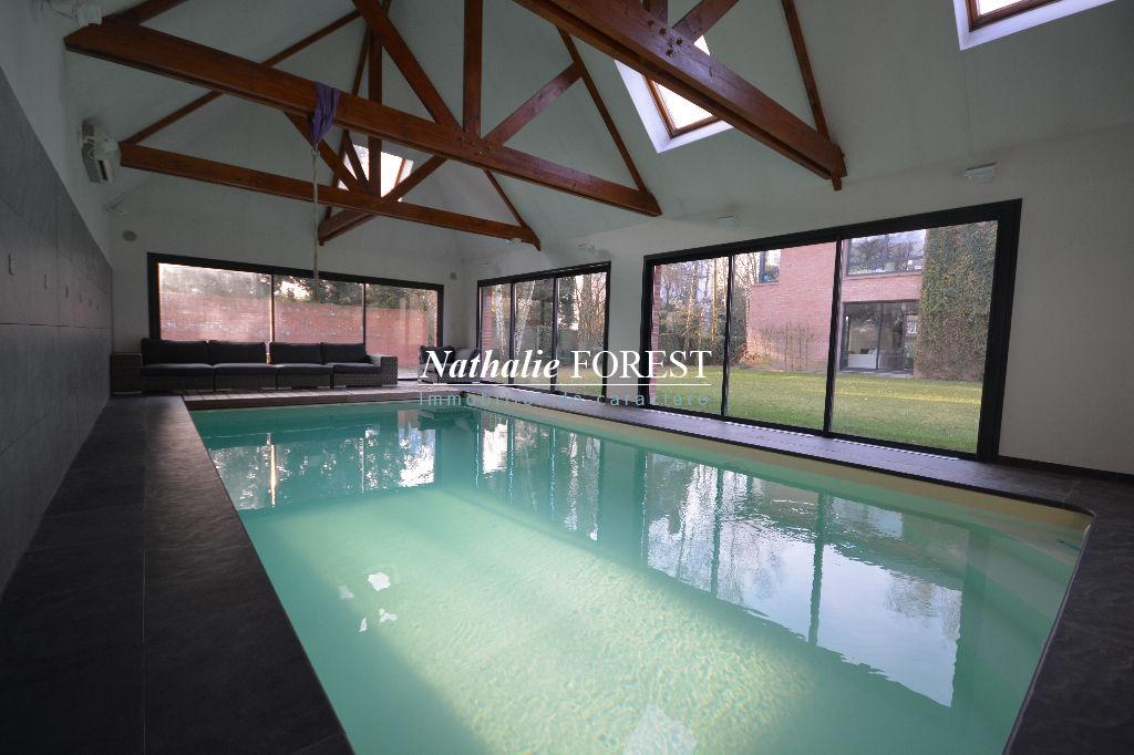 LAMBERSART  Rare MAISON CUBIQUE d'architecte avec Piscine intérieure sur 1400M2 de terrain