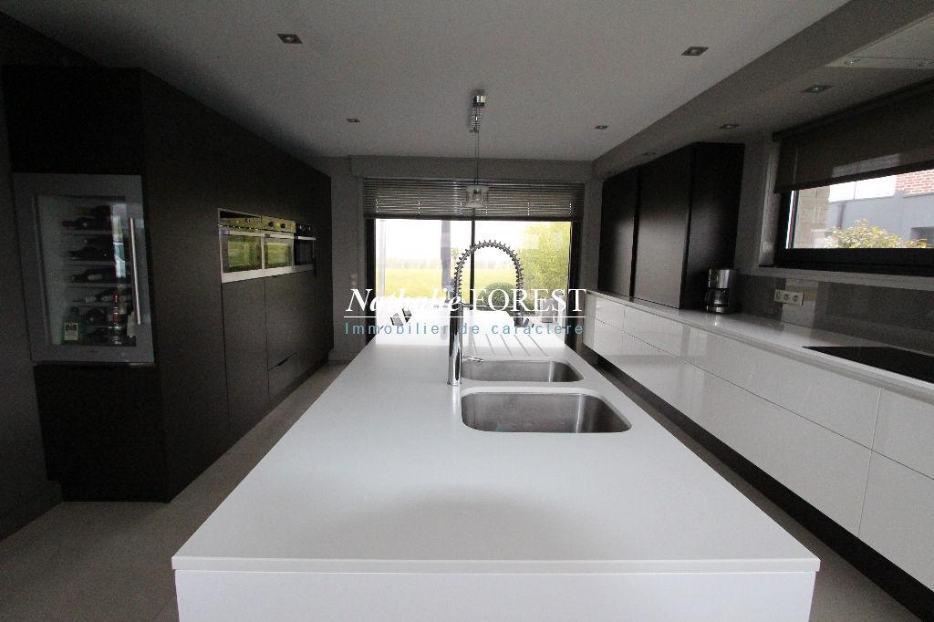 MÉRIGNIES, Maison d'architecte de 340 m²  aux prestations exceptionnelles  sur une parcelle de 1763 m2