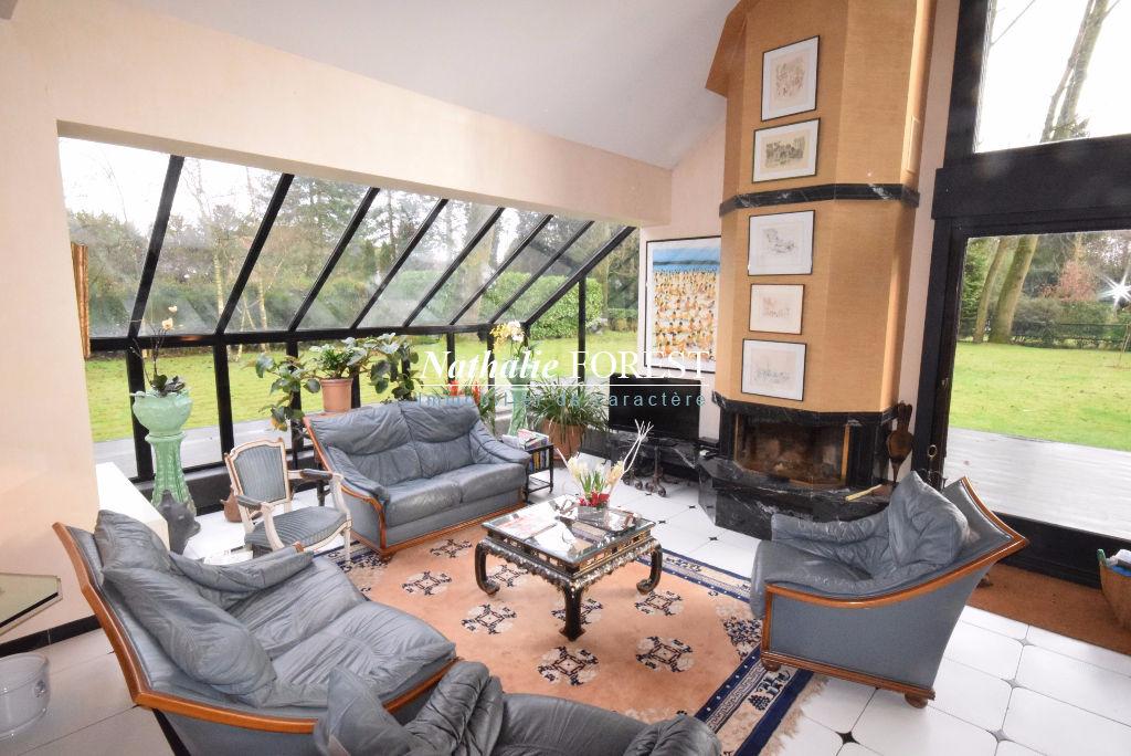 Exclusivité ! CROIX Beaumont secteur très résidentiel Maison d'architecte Semi plain-pied de 206M2 sur belle parcelle de 2933M2