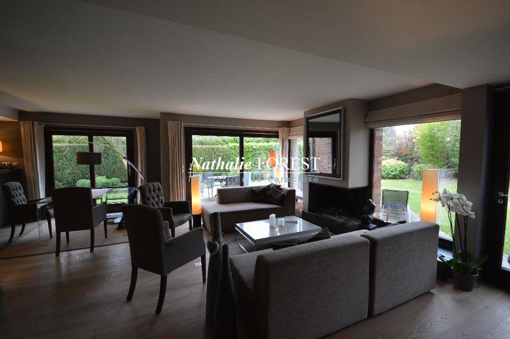 Exclusivité , Mouvaux , superbe maison entièrement revisitée par architecte , semi plein pied , 3ch +sdjeux sur 716 m2 de terrain.
