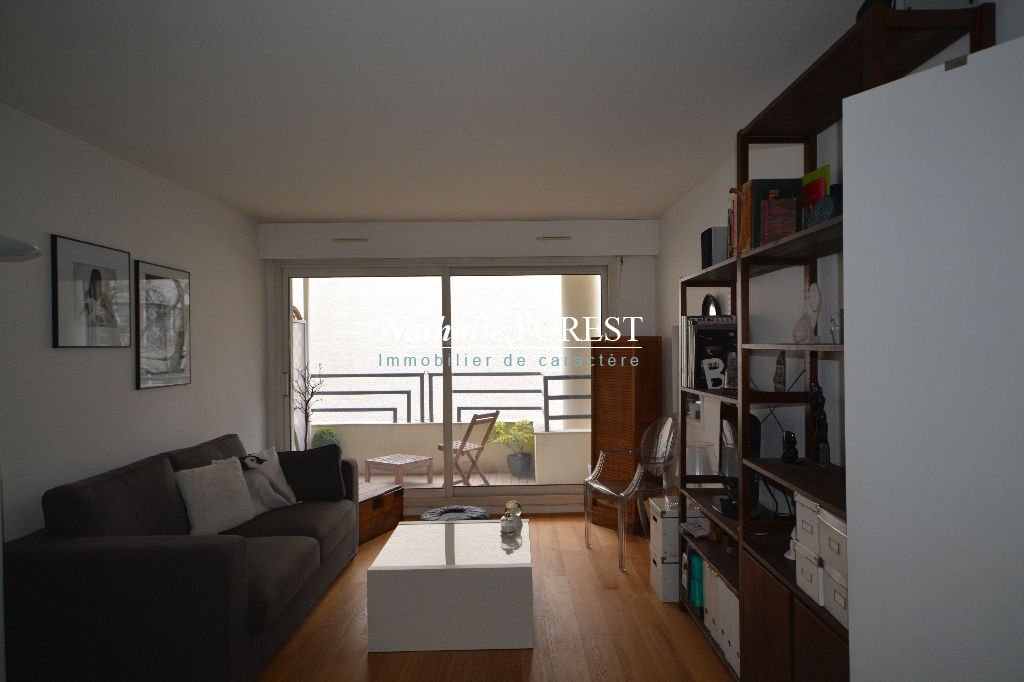 VIEUX LILLE  Appartement  2 pièce(s) 51 m2  avec parking couvert et balcon au sein d'une résidence de standing