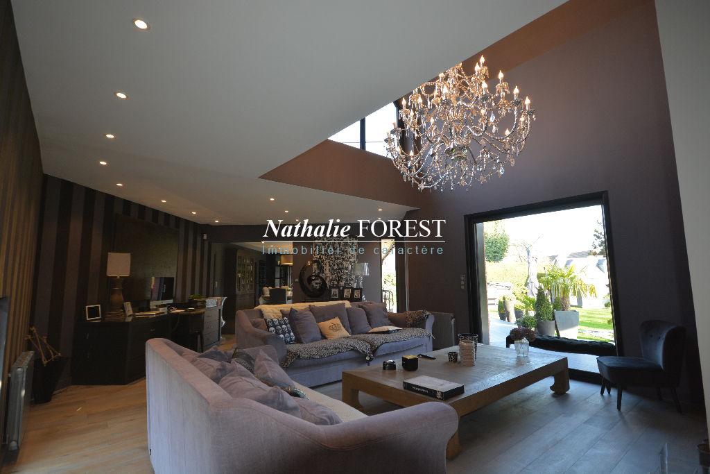 Marcq en Baroeul , très jolie maison contemporaine, 6 chambres , salle de jeux sur 1080 M2 de terrain, piscine extérieure .